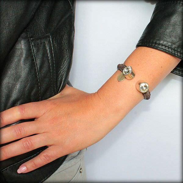 Bracelet Femme Demi Jonc En Cuir Aspect Daim Cristal Swarovski
