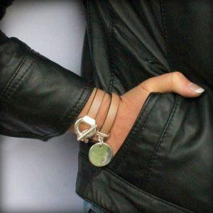 Bracelet femme cuir double tour médaille Olympe beige 5