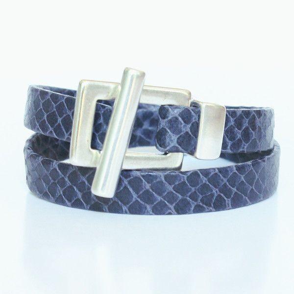 Bracelet femme en cuir reptile bleu marine fermoir en T 1